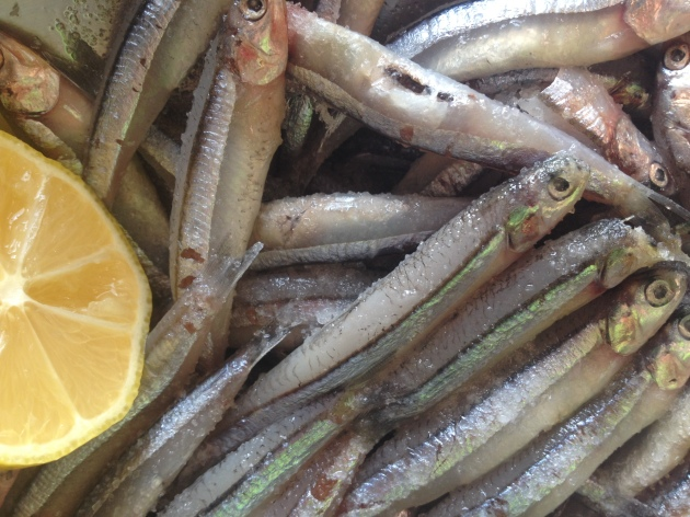 Anchovies with lemon and salt